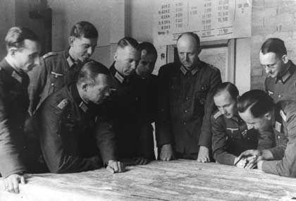 Tresckow (4.v.r.), Offiziere: Maßgebliche Rolle bei der Ausarbeitung der Umsturzpläne
