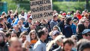 Tausende demonstrieren gegen Corona-Beschränkungen