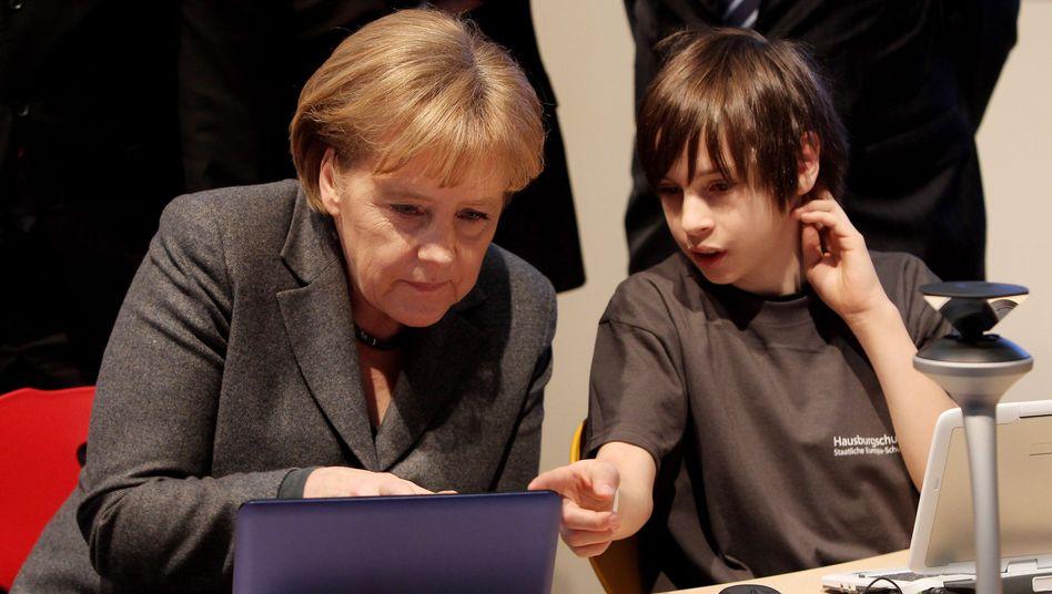 Merkel auf der Computermesse Cebit (März 2010): Bürgerbeteiligung oder PR-Aktion?