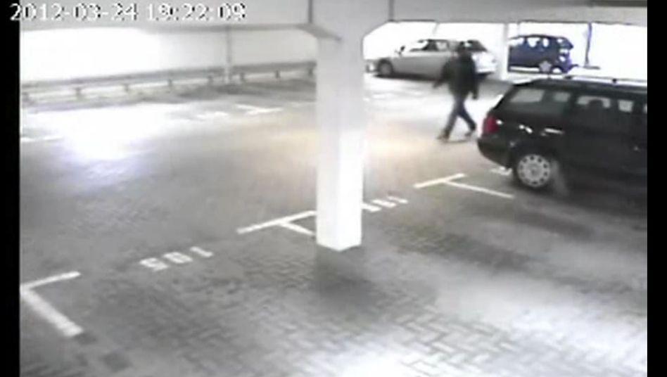 Überwachungsaufnahmen aus Emden: Wer ist die Person auf dem Video?