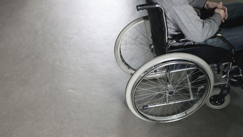 """Mann im Rollstuhl: """"Jeder von uns kann sich an die Zeiten erinnern, in denen es noch keine abgesenkten Bordsteine gab"""""""