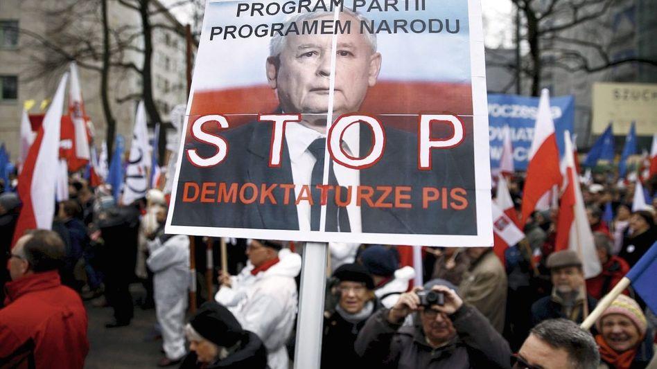 Demonstration gegen Parteichef Kaczyński in Warschau: Als russische Agenten beschimpft