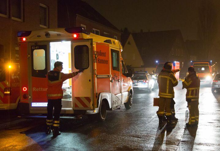 Rettungskräfte in Hannover am 4. Dezember 2014: Warum schoss Marek K. auf Joey K.?