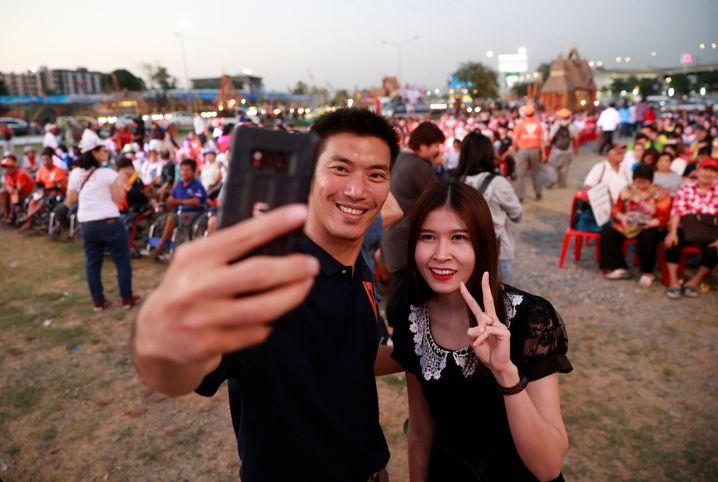 Thanathorn Juangroongruangkit auf einer Wahlkampfveranstaltung in Bangkok