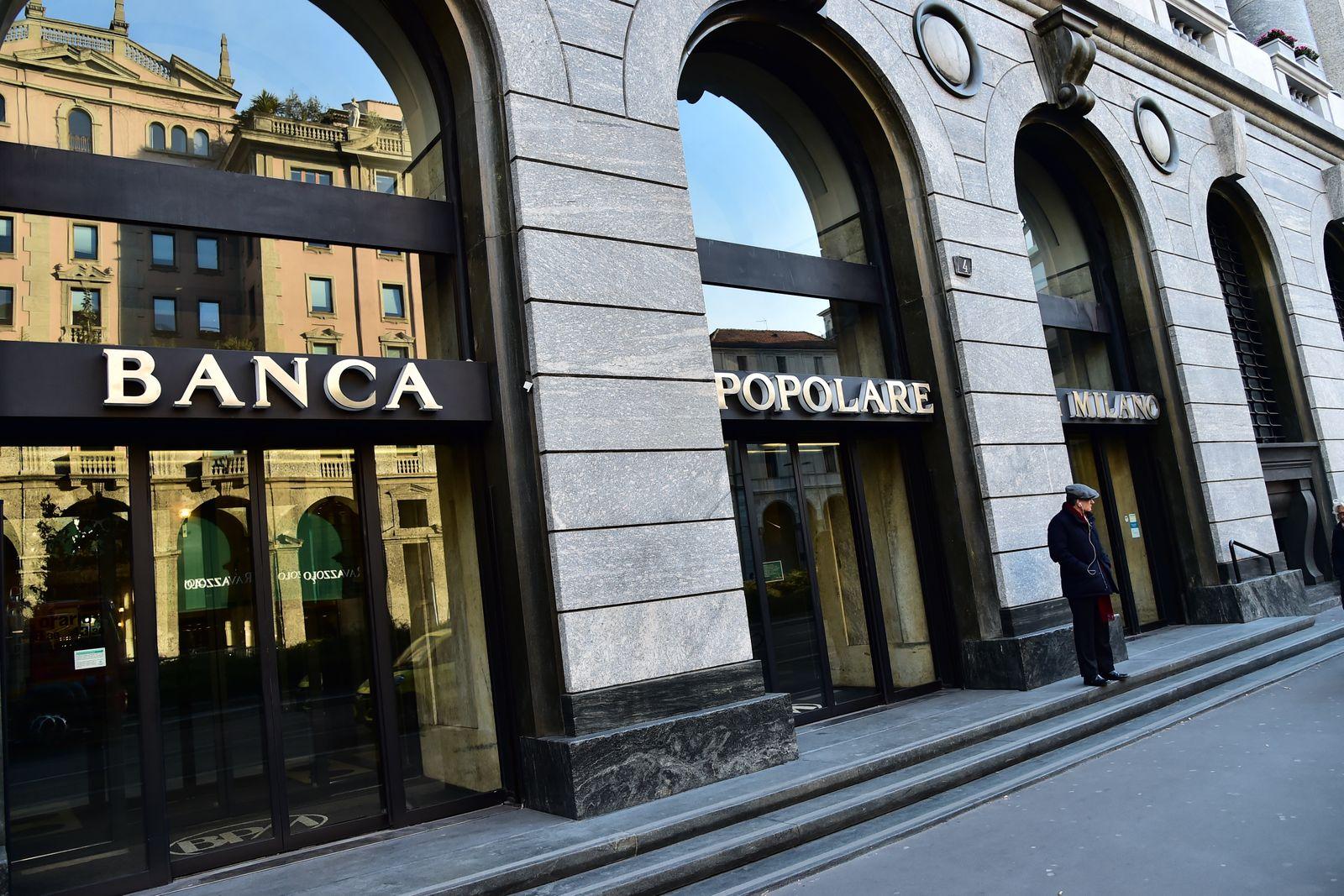 ITALY-BANK-FINANCE-ECONOMY