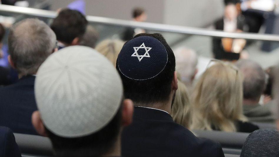 """Männer mit Kippa: """"Für die uneingeschränkte Religionsfreiheit und gesellschaftliche Vielfalt"""""""
