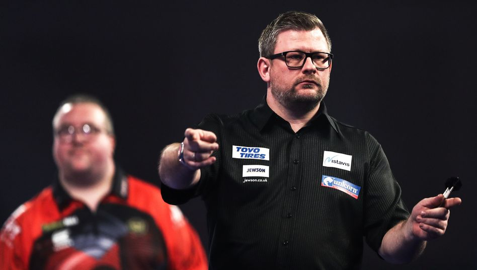 James Wade (r.) bei der Darts-WM