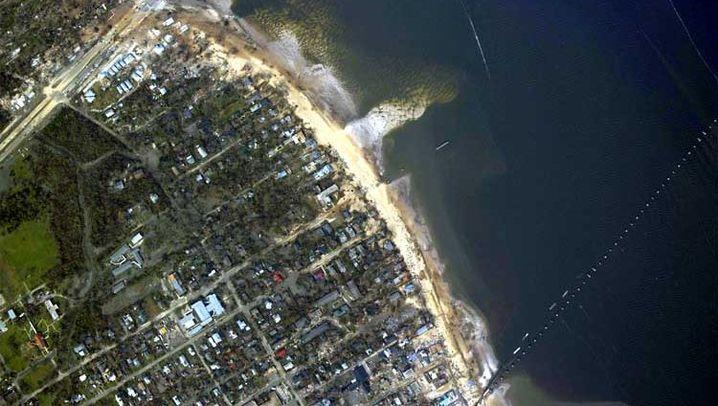 Neue Satelliten-Fotos: Die Gewalt der Fluten