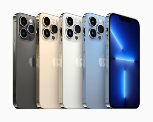In Reih und Glied: iPhones der Serie 13