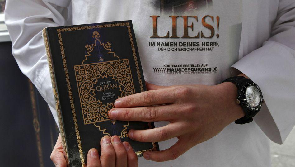 """Koran-Verteilung der Kampagne """"Lies!"""": 300.000 Exemplare unters Volk gebracht"""