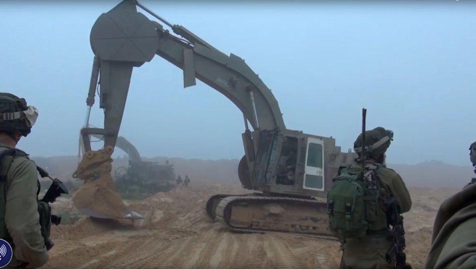 Israelische Soldaten mit Bagger (Screenshot)