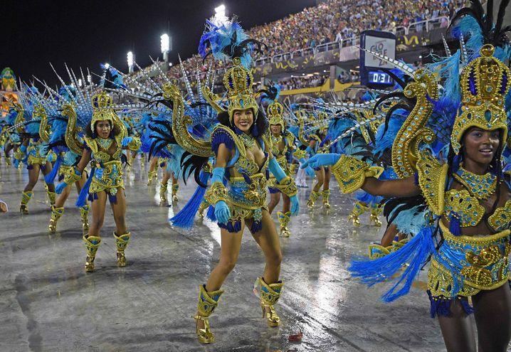 Sambatänzerinnen der Schule Vila Isabel beim Karneval im Februar 2020