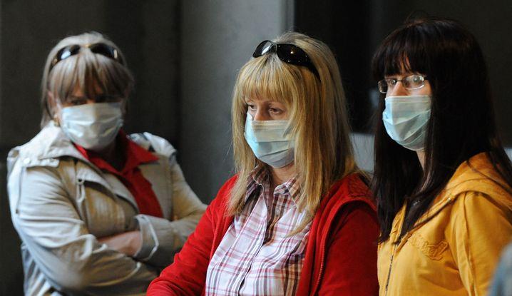 US-Reisende mit Gesichtsmasken (nach Rückkehr aus Mexiko im April): Zentrum für Krankheitskontrolle rechnet nicht mit Impf-Engpass
