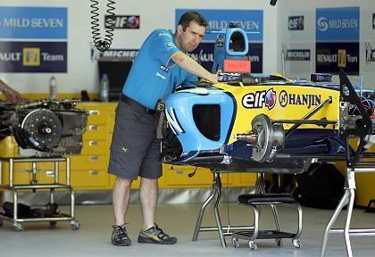 Renault-Mechaniker in Bahrein: Souveräner Saisonstart
