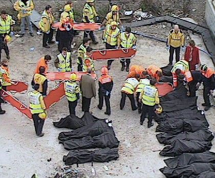 Leichensäcke am Bahnhof Atocha