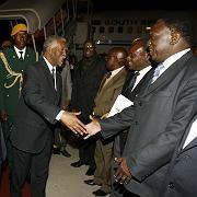 Südafrikas Präsident Mbeki, Simbabwes umstrittenes Staatsoberhaupt Mugabe: Einigung mit Oppositionschef Tsvangirai steht bevor