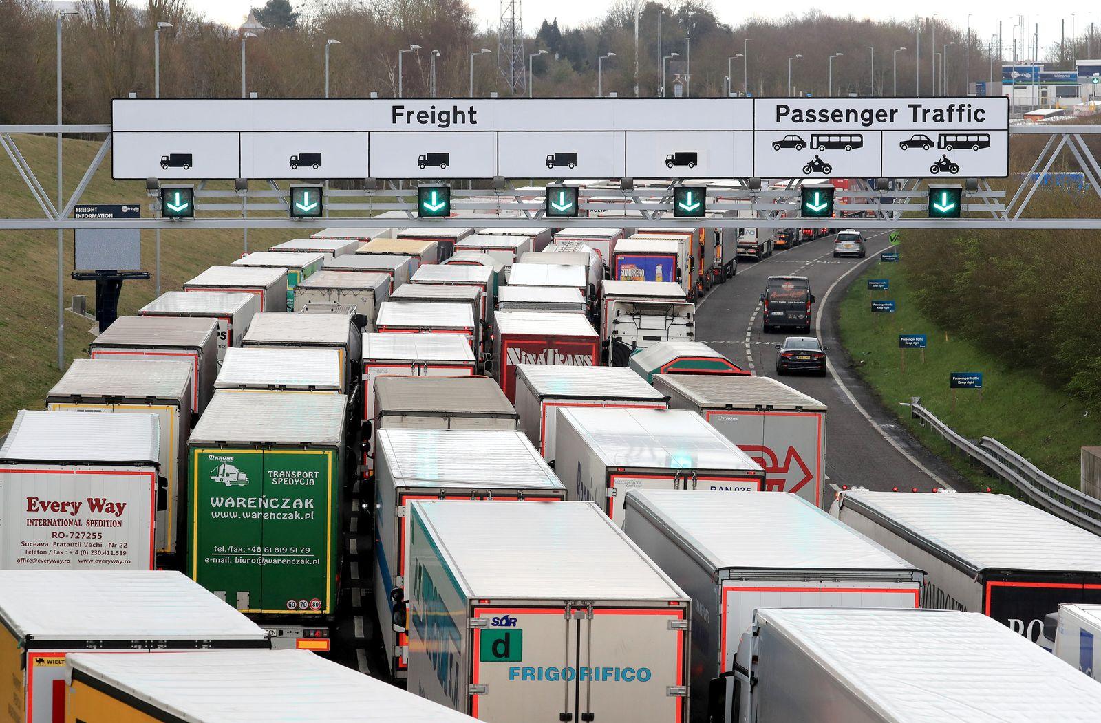 Einreiseverbot nach Frankreich: Eurotunnel und Hafen Dover zu