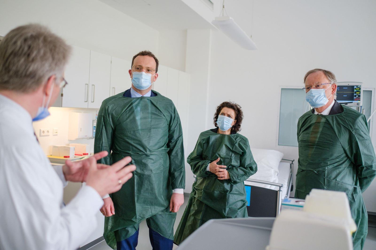 Coronavirus - Spahn besucht MHH