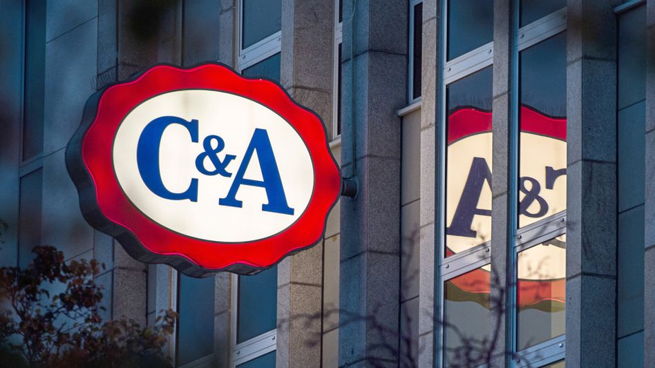 Das Logo einer C&A-Filiale in Düsseldorf