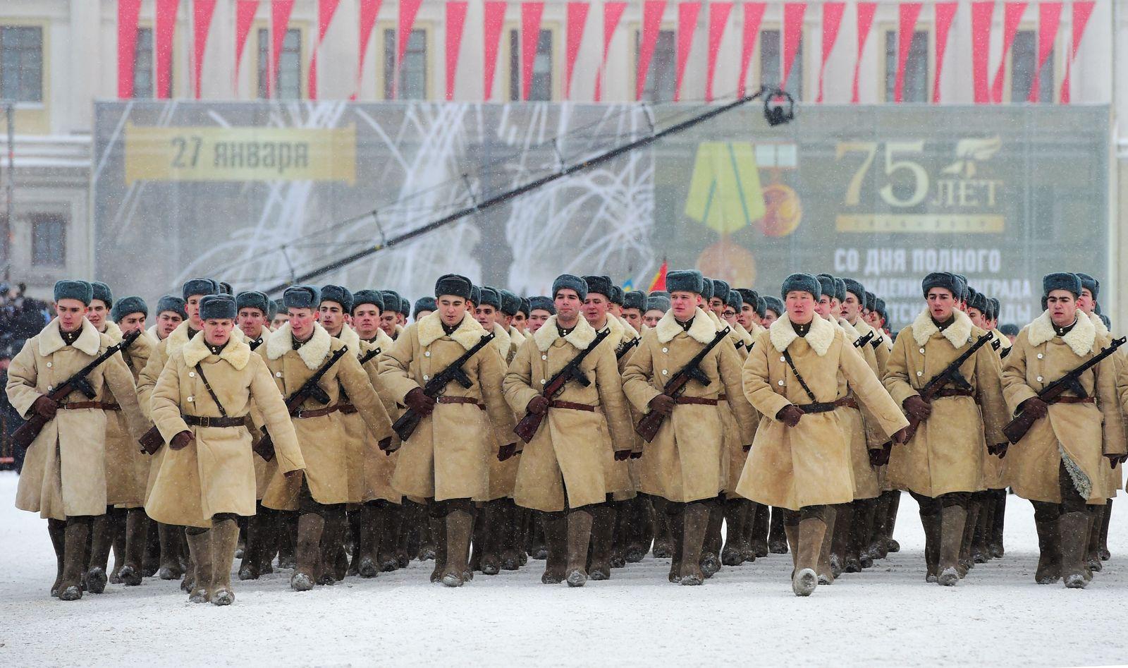Militärparade St Petersburg/ Belagerung von Leningrad