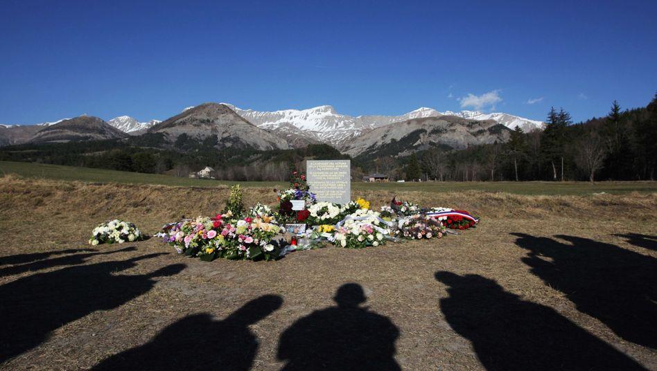 Gedenkstelle in Frankreich: Hinterbliebene über Stand der Ermittlungen informiert