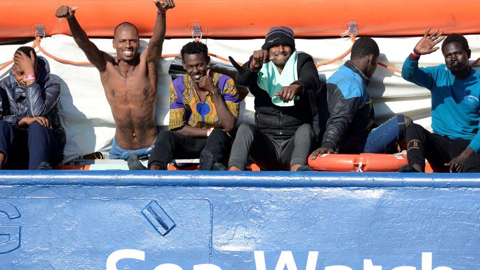 """Flüchtlinge an Bord der """"Sea-Watch 3"""""""