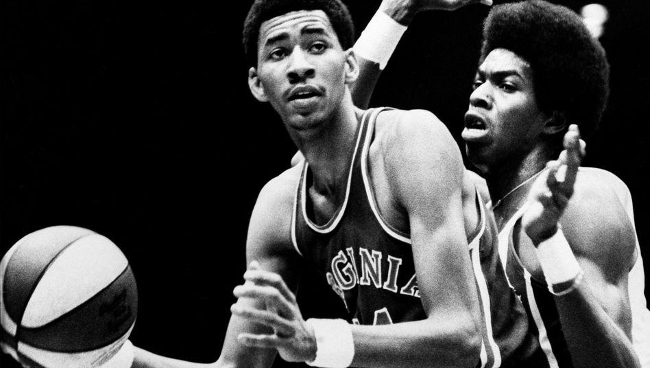 Basketballer Gervin, Kenon: Aktiv in der Keimzelle des modernen Basketballs