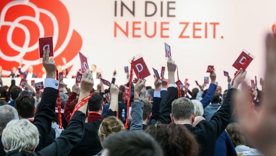Delegierte beim SPD-Bundesparteitag: organisiertes Gruppenkuscheln