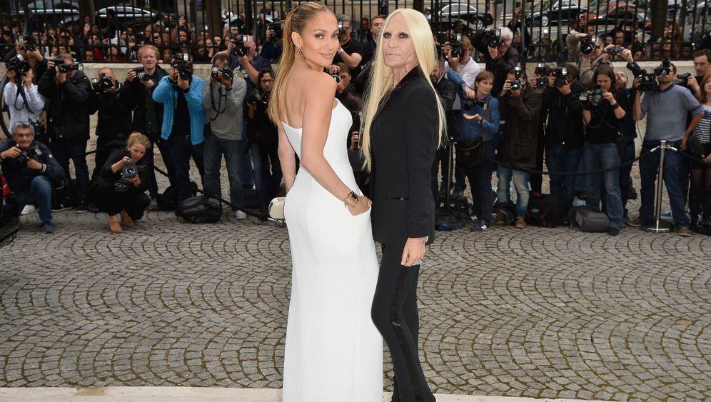 Versace-Show: Scharfe Kanten, zarte Haut
