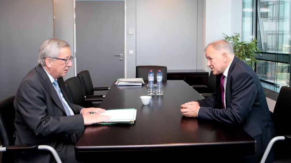 """Kommissionspräsident Juncker (links) und designierter Gesundheitskommissar Andriukaitis: """"Erfolg für die Parlamentarier"""""""