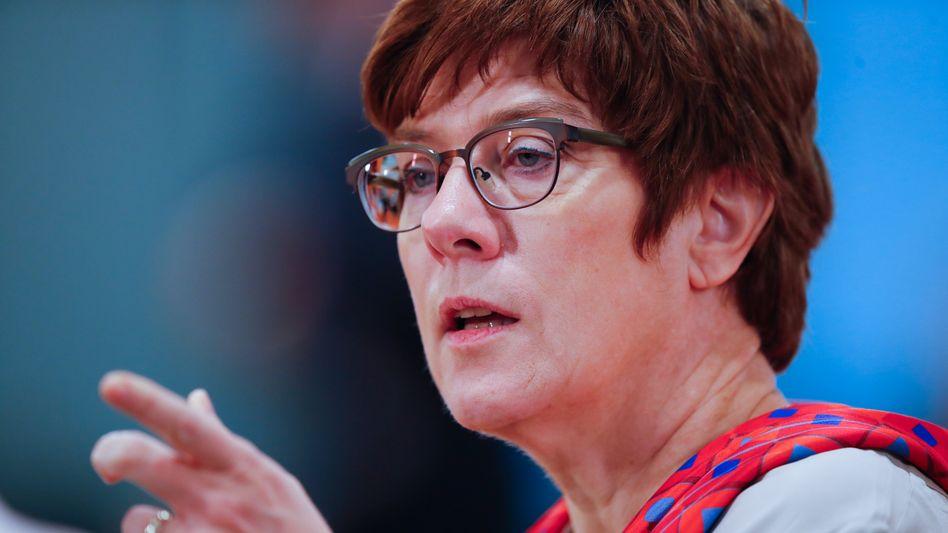 """CDU-Chefin Kramp-Karrenbauer: """"Hände weg vom Mindestlohn"""""""