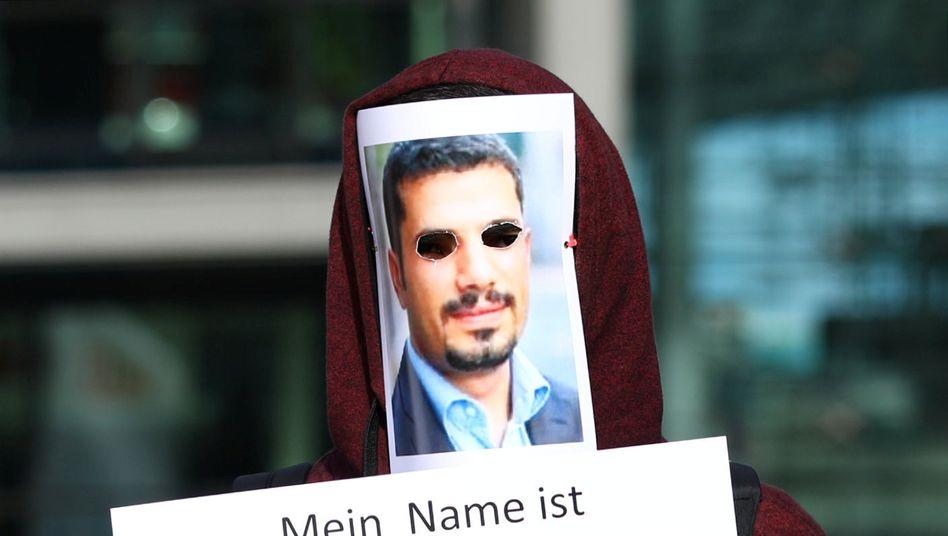 Demonstrant am Berliner Hauptbahnhof anlässlich eines Besuchs des türkischen Staatschefs Erdoğan: »Mir wurde die Stimme geraubt«