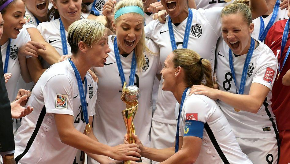 "US-Nationalspielerin Wambach (l.): ""Fun-Nacht"""