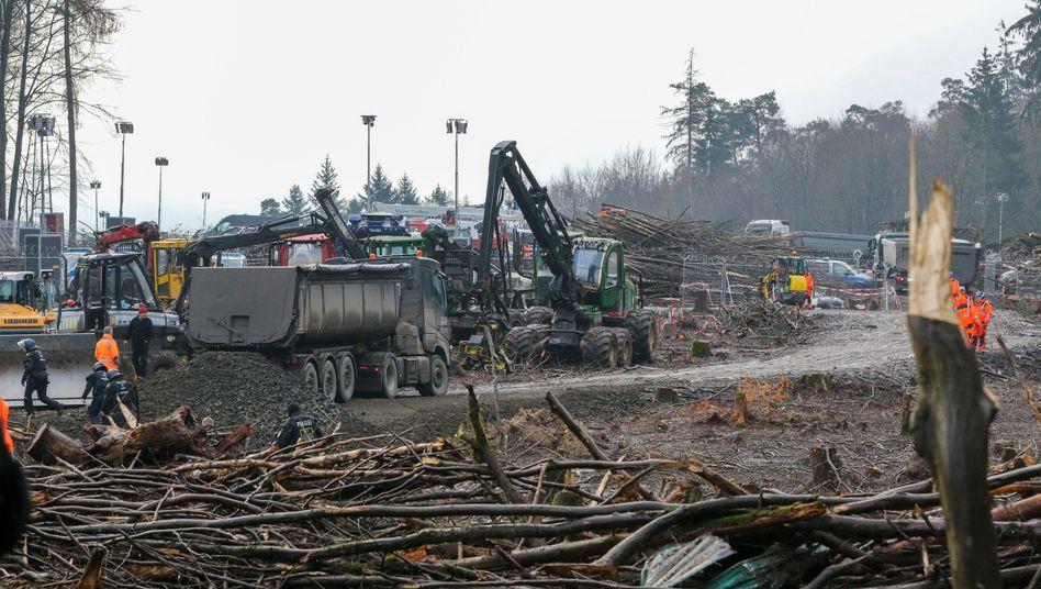 Schweres Gerät im Dannenröder Forst im Einsatz (Aufnahme vom 7. Dezember)