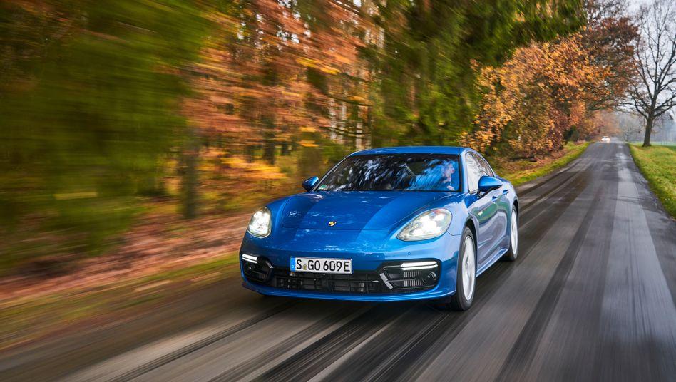 Elektroauto Porsche Taycan: Eine Vollkaskoversicherung für den Wagen ist im Schnitt 26 Prozent billiger als eine vergleichbare Police für den benzingetriebenen und ähnlich leistungsstarken Porsche Panamera
