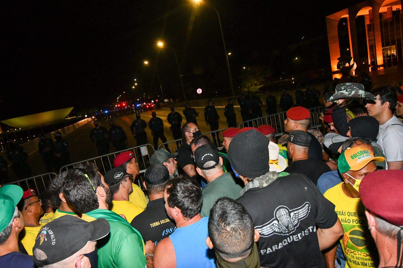 BRASÍLIA, DF - 06.09.2021: APOIADORES ATOS 7 DE SETEMBRO - This Monday (06) supporters of President Jair Bolsonaro, begi