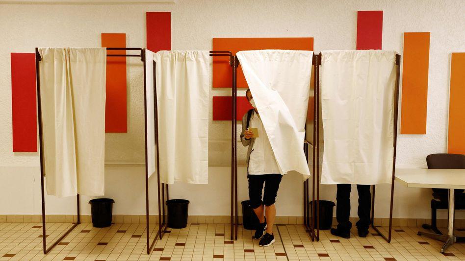In Frankreich hat die erste Runde der Regionalwahlen begonnen