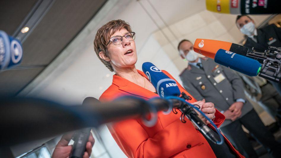 Annegret Kramp-Karrenbauer (Archivbild): Die Verteidigungsministerin will sich um Aufklärung der Vorgänge bemühen