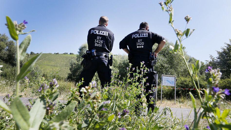 Polizisten nahe des Tatorts in Würzburg