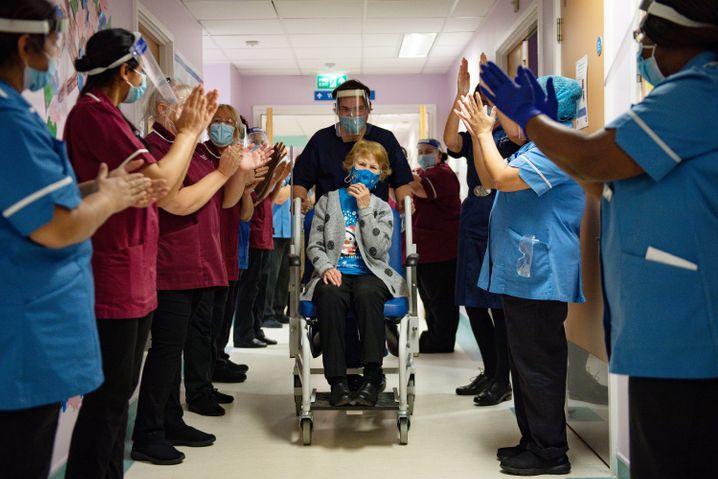 Die 90-jährige Margaret Keenan war die erste Engländerin, die mit Biontech geimpft worden war