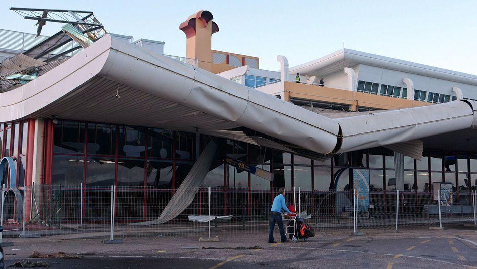 Faro in Portugal: Einstürzendes Flughafendachverletzt fünf Menschen