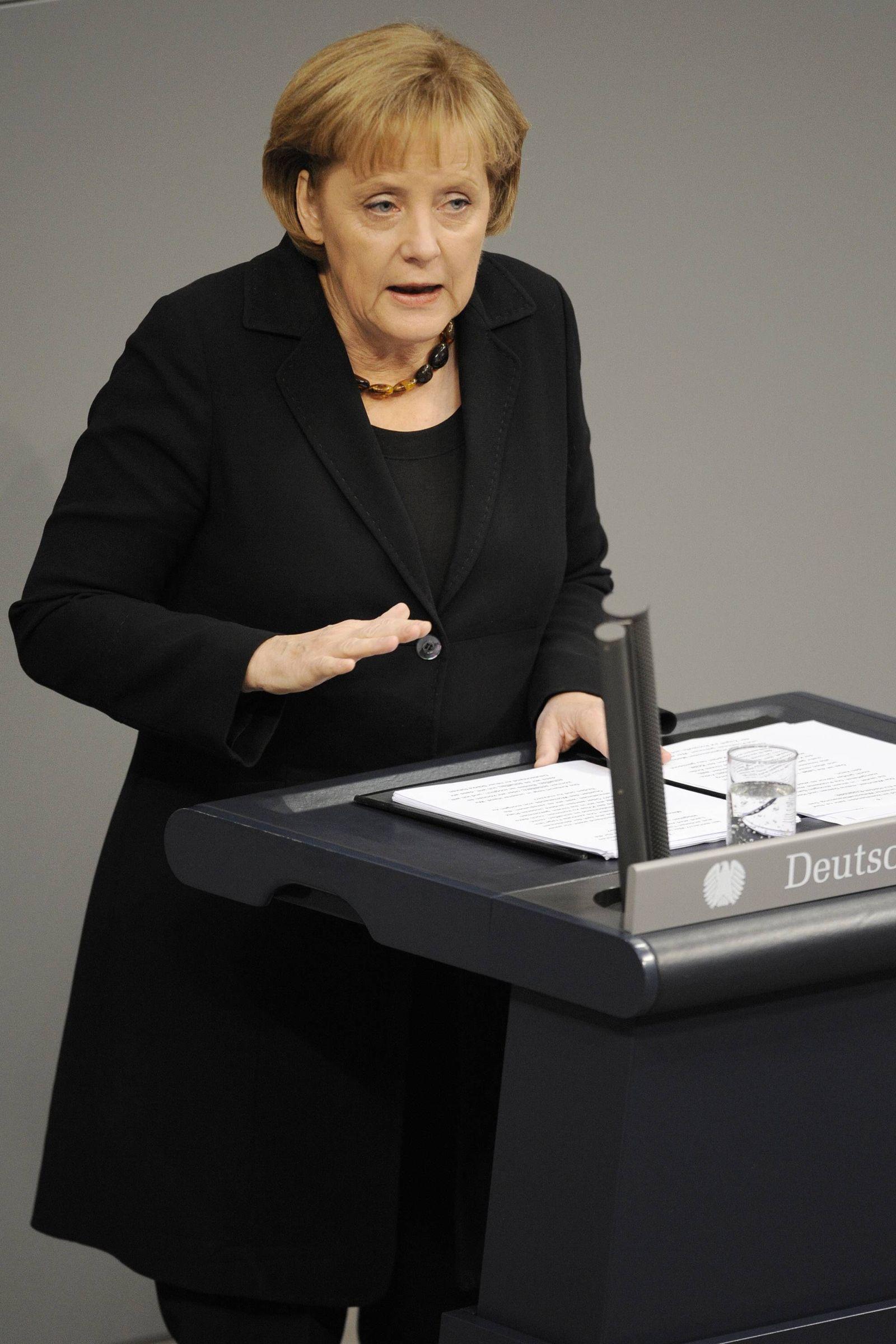 NICHT VERWENDEN Merkel/ Regierungserklärung