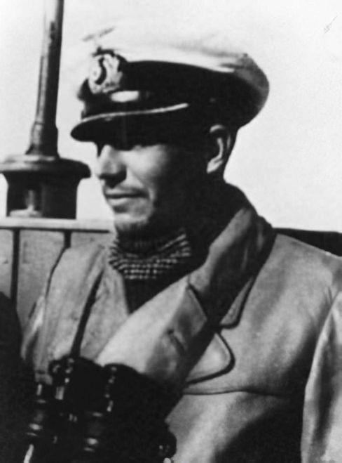 Kommandant Schlitt: Eine Klospülung, was kann da schon schiefgehen?