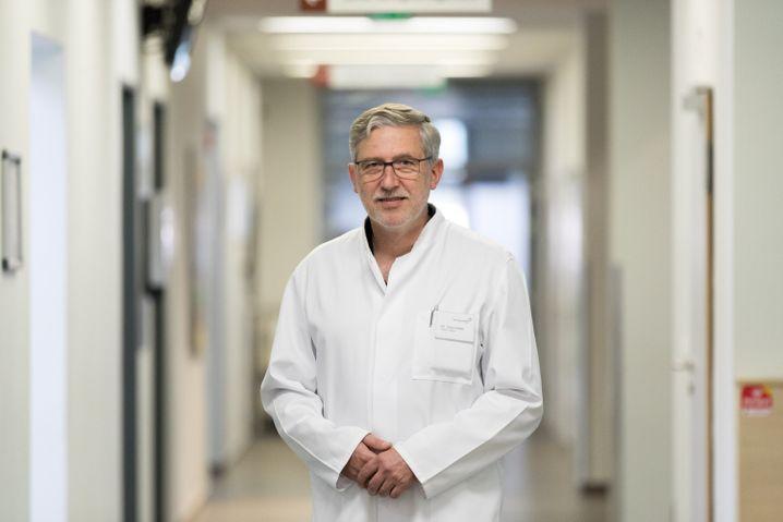 Chefarzt Jörg Leifeld im Borromäus-Hospital Leer