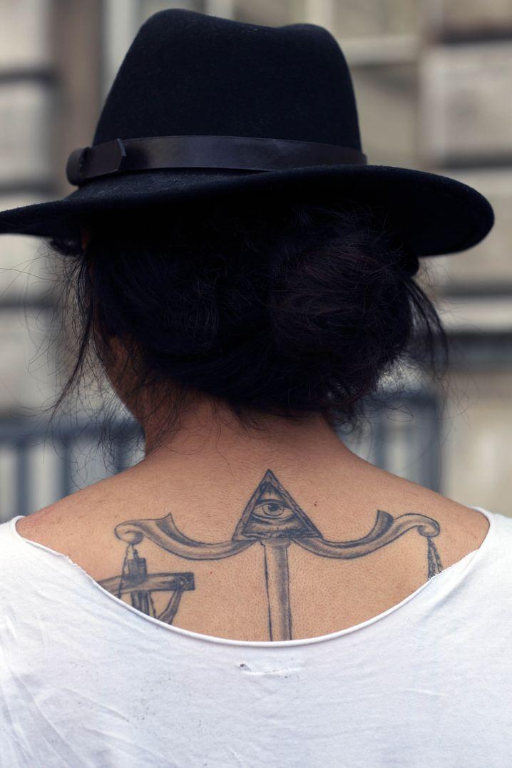 Tattoo: 80 Pfund / Shirt: Markt in Thailand, 2 Pfund