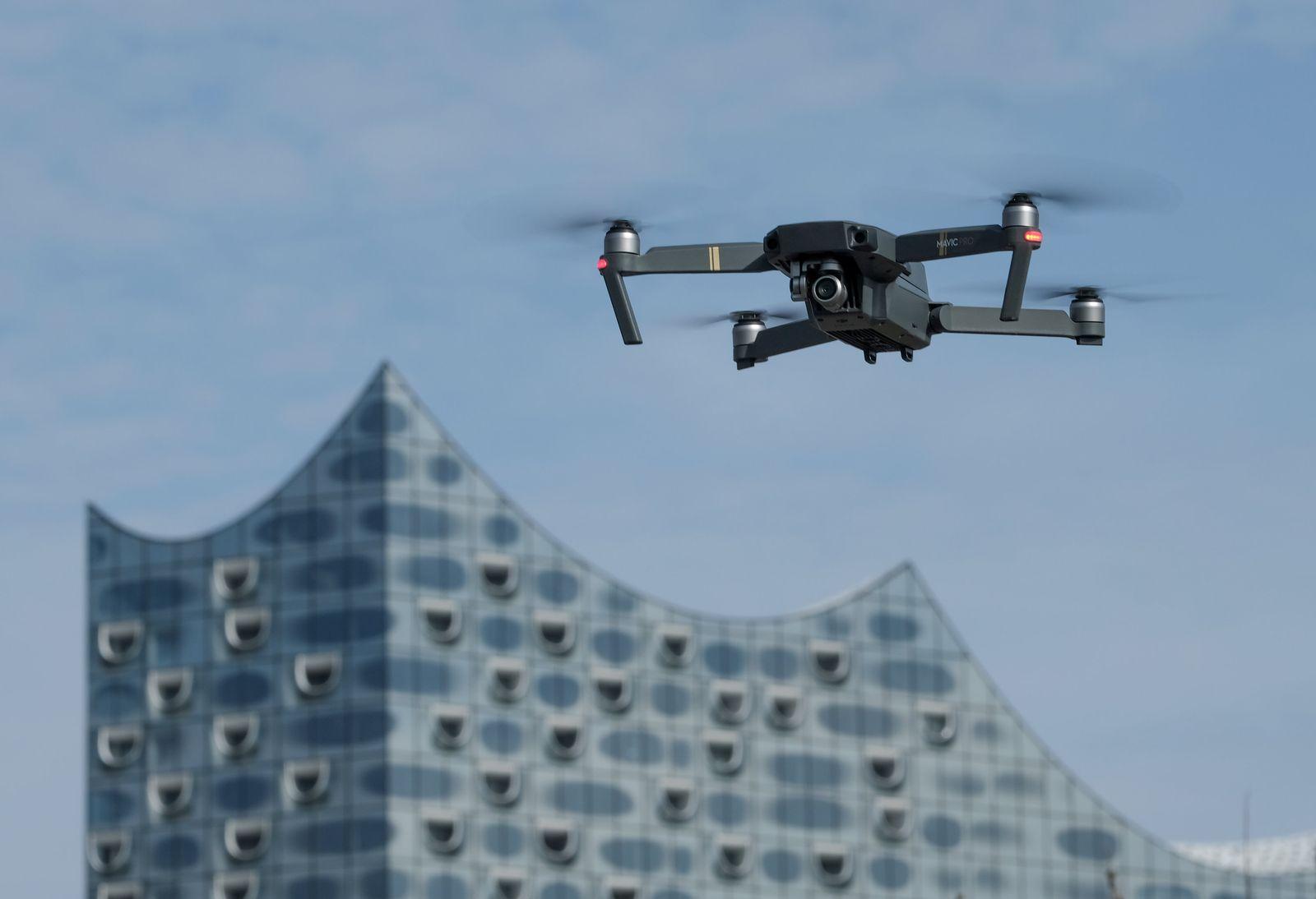 Drohne an der Elbphilharmonie