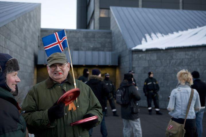 Protest gegen Banken-Bankrott in Island: Das Parlament sprach sich für den umstrittenen EU-Aufnahmeantrag aus