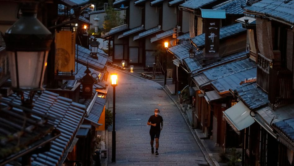 Leere Straße in Kyoto: Rückgang geringer als erwartet
