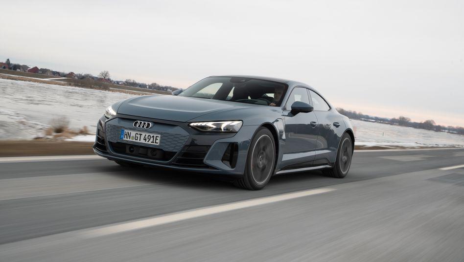 Wuchtige Sportlichkeit in Kombination mit einem elektrischen Allradantrieb – beides kombiniert der Audi E-Tron GT.