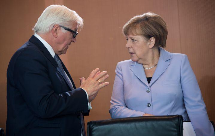 Minister Steinmeier, Kanzlerin Merkel